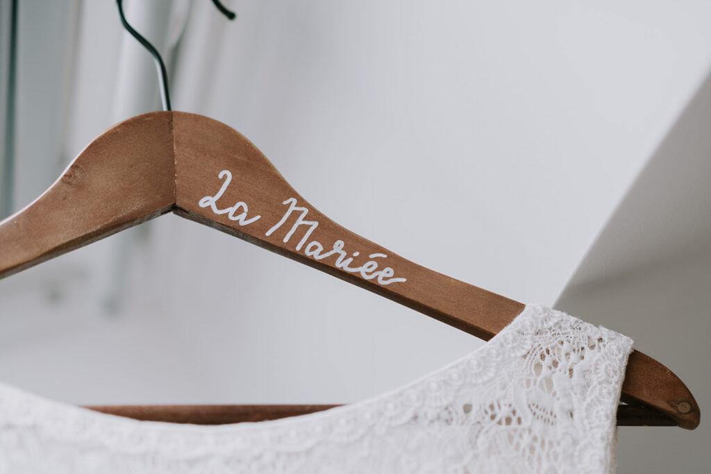 cintre personnalisé pour la robe de la mariée - Nantes
